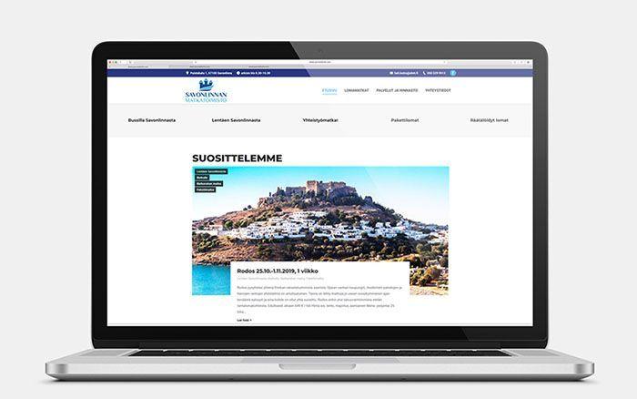 Tietokone, jossa on auki Savonlinnan Matkatoimiston verkkosivu